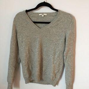 EUC light grey UNIQLO cashmere sweater, size M